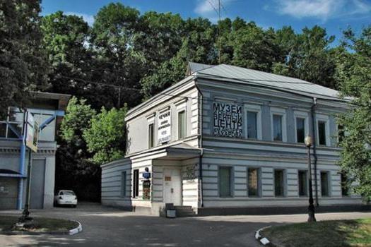ВСахаровском центре облили краской фотографии овойне вДонбассе