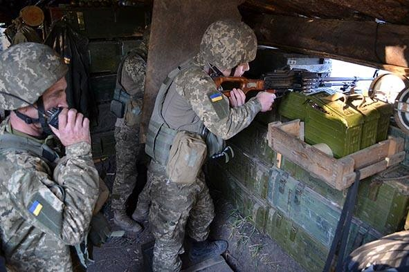 ВАвдеевской промзоне наДонбассе отобстрела снайпера умер военный,— волонтер