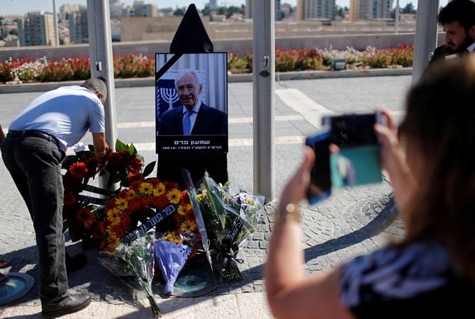 Посольство Израиля откроет книгу соболезнований всвязи со гибелью Шимона Переса