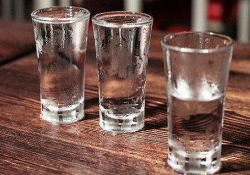 Из-за отравления суррогатным спиртом несколько человек ослепли