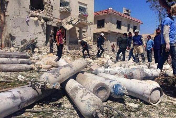 На клинику вАлеппо скинули бочковые икассетные бомбы