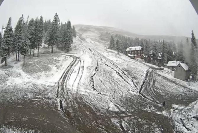 Горы Украины засыпало снегом