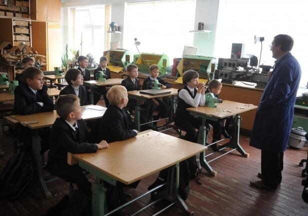 Мэр Риги раскритиковал законодательный проект обувольнении нелояльных учителей