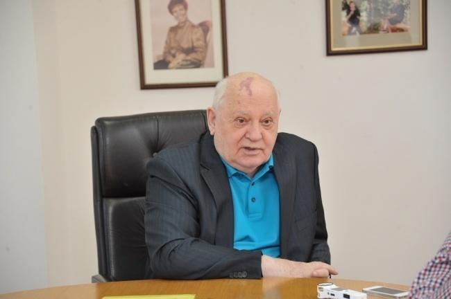 Мир подошел к небезопасной черте— Горбачев
