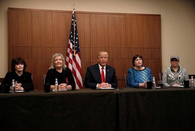 Трамп встретился с дамами, которые обвиняли внасилии Билла Клинтона