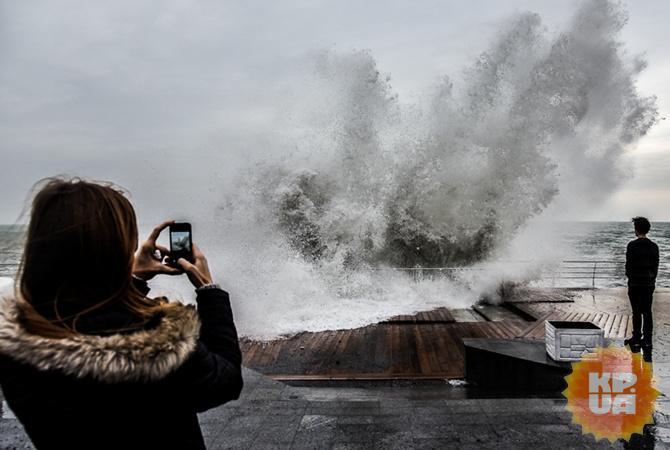ВОдессе просят городских жителей невыходить наулицу из-за надвигающегося шторма