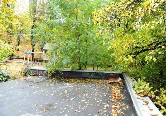 Вцентре украинской столицы надетской площадке обнаружили гранату РГД-5