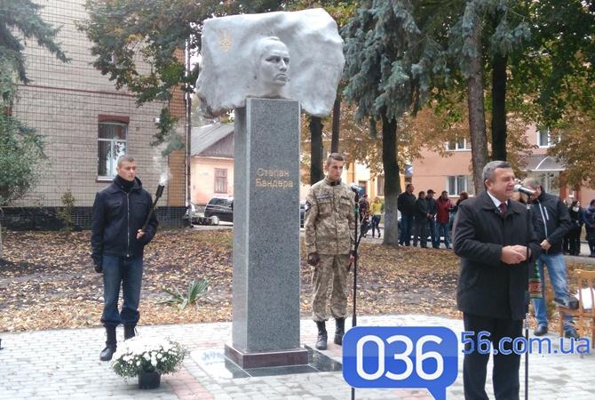 ВРовенской области установили монумент Бандере