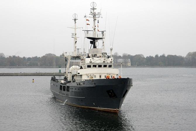 ВСЛатвии: разведывательный корабль ВМСРФ замечен около границы страны