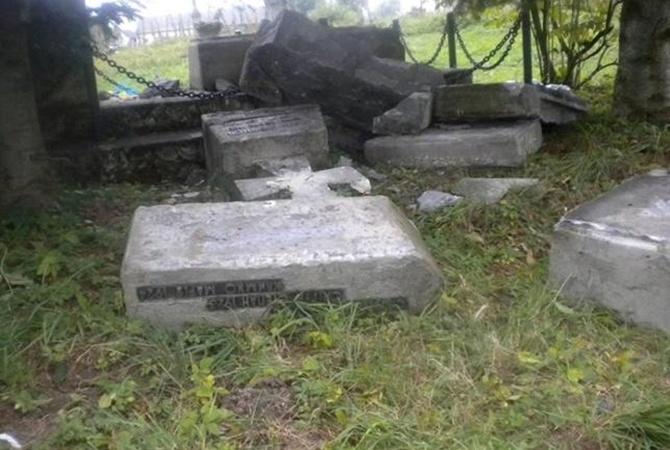 ВПольше извинились завандализм над монументом солдатам УПА