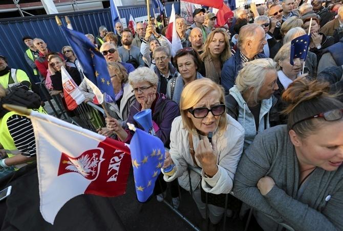 ВПольше проходит 2-ая забастовка женщин против запрета абортов