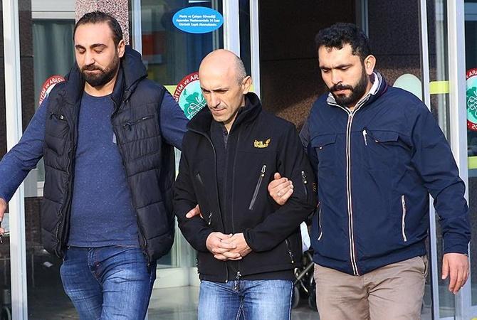 Турецкие полицейские проводят операцию позадержанию 73 военных летчиков
