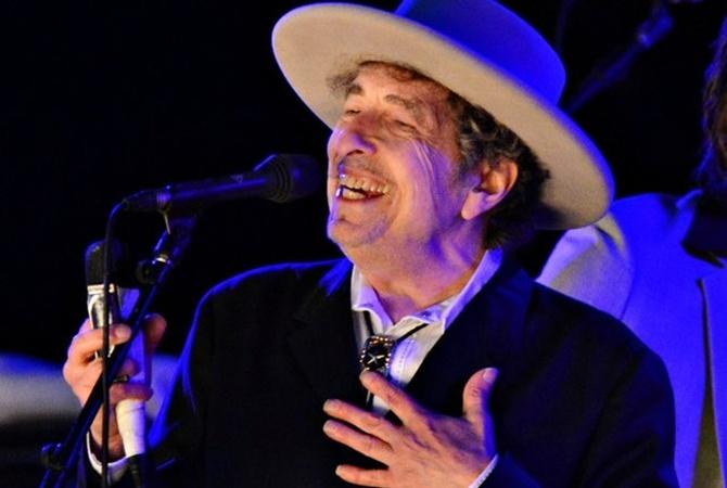 Дилан после 2-х недель молчания объявил, что принимает Нобелевскую премию