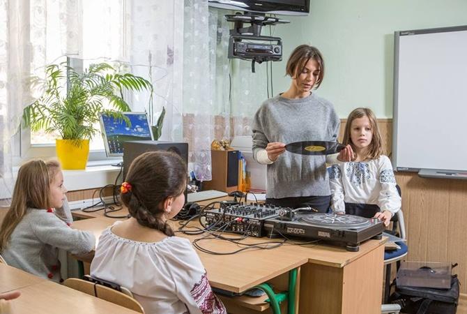 Гражданская супруга Лещенко раскритиковала закон оквотах наукр. музыку