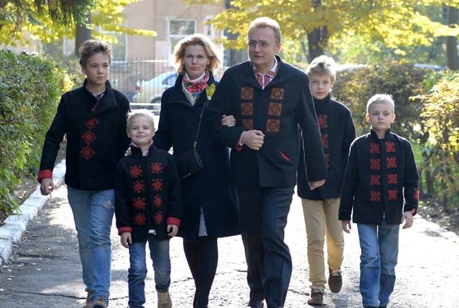 Жена-домохозяйка мэра Львова зарабатывает больше мужа