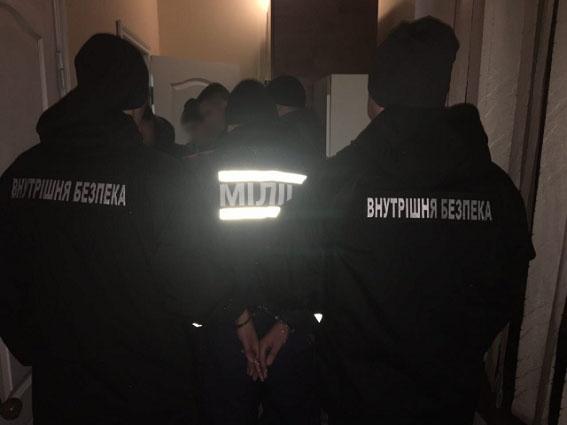 ВЗапорожье задержали полицейских, грабивших людей