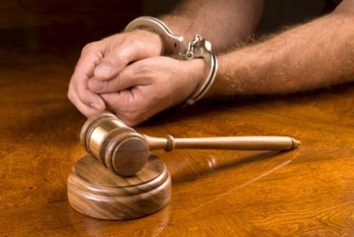 Мужчина, державший женщину нацепи, признался в 7-ми убийствах
