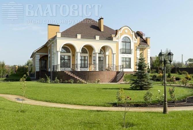 Корреспондент Михаил Ткач: Владыка Павел, похоже, реализует собственный особняк под Киевом
