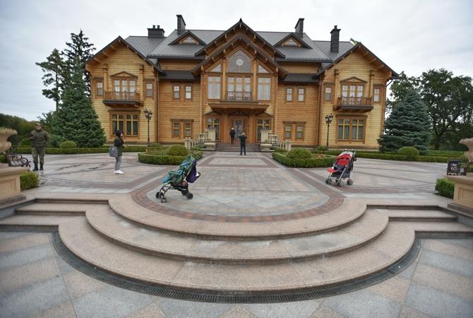 Суд арестовал всю недвижимость врезиденции «Межигорье»
