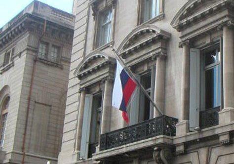 ВНью-Йорке мужчина упал скрыши консульстваРФ