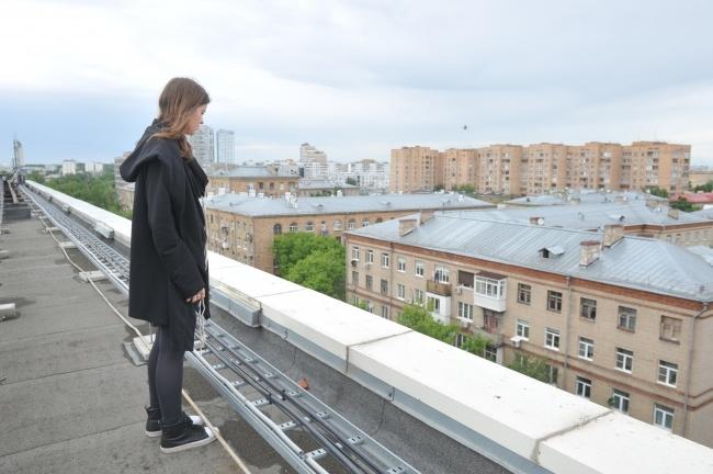 Встоличной гимназии ученица выпрыгнула со 2-го этажа