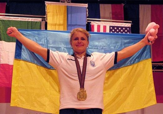 Украинская атлетка установила мировой рекорд, присев в3,5 больше собственного веса