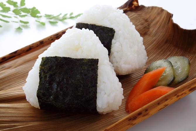 Участник конкурса поскоростному поеданию рисовых шариков вЯпонии подавился и скончался