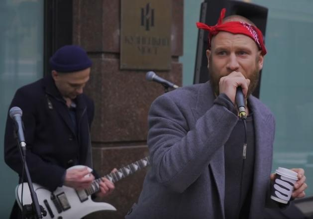 Иван Дорн исполнил хип-хоп наулице столицы