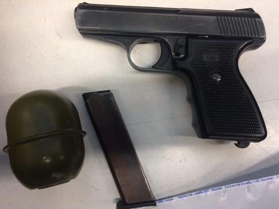 Вкиевском супермаркете вкамере хранения отыскали оружие