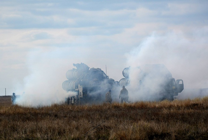 Учения около Крыма продолжаются, однако запусков ракет пока небудет