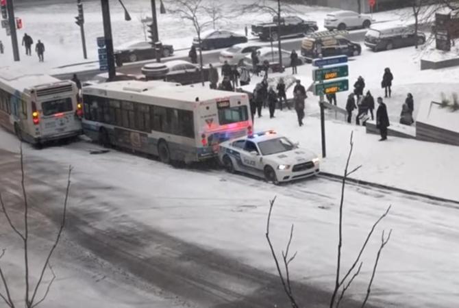 ВМонреале засняли массовое ДТП из-за гололеда— Авария дня