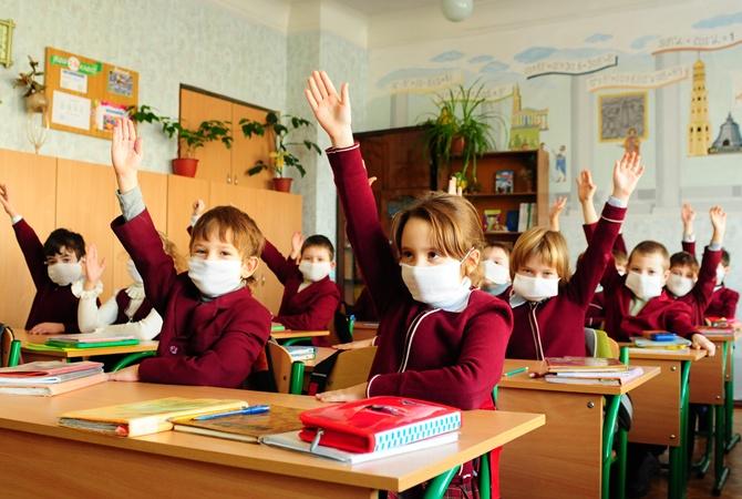 ВКиеве начали закрывать школы накарантин