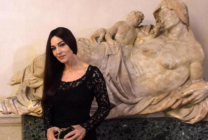 52-летняя Моника Беллуччи снялась воткровенной сцене в телесериале