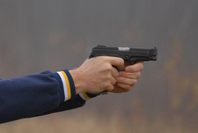 ВКиеве неизвестные устроили стрельбу на стоянке, ранен мужчина