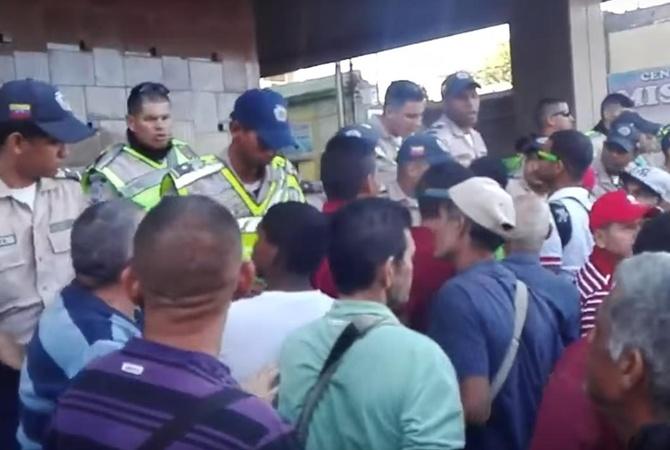 ВВенесуэле начались погромы из-за нехватки наличности