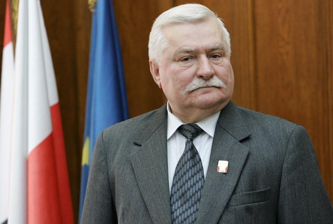 Валенса объявил, что президент Польши должен уйти вотставку