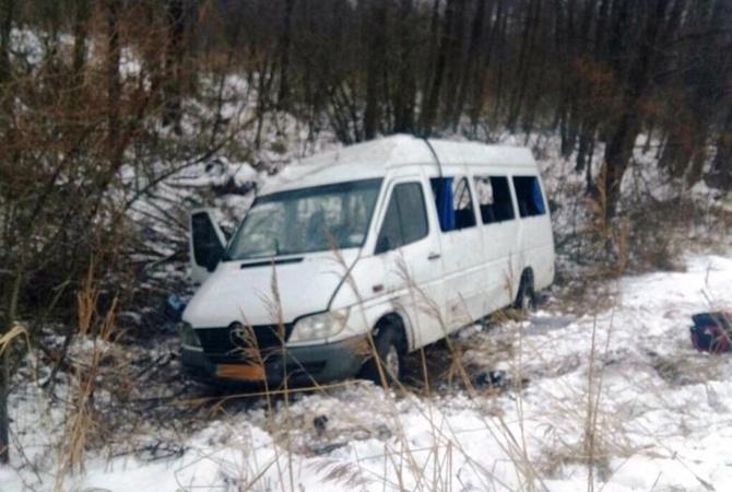 НаУкраине перевернулся автобус, 18 человек получили ранения