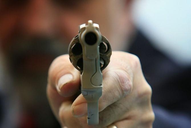 Стрельба вКиеве: преступник добивался деньги итяжело ранил два человека