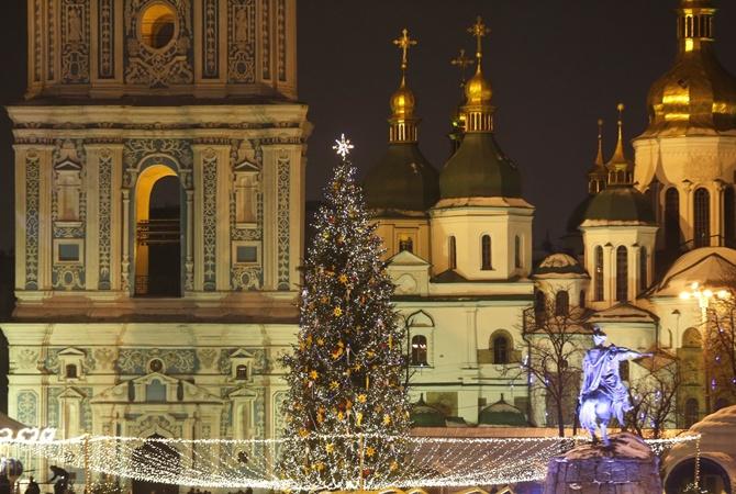 Новый год на основной елке государства Украины встретили неменее 100 тысяч человек