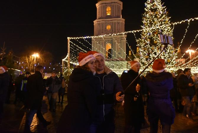 Новый год у основной елки Украинского государства встретили 100 000 человек