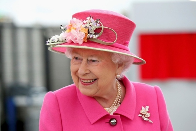 Охранник Букингемского замка чуть незастрелил ЕлизаветуII