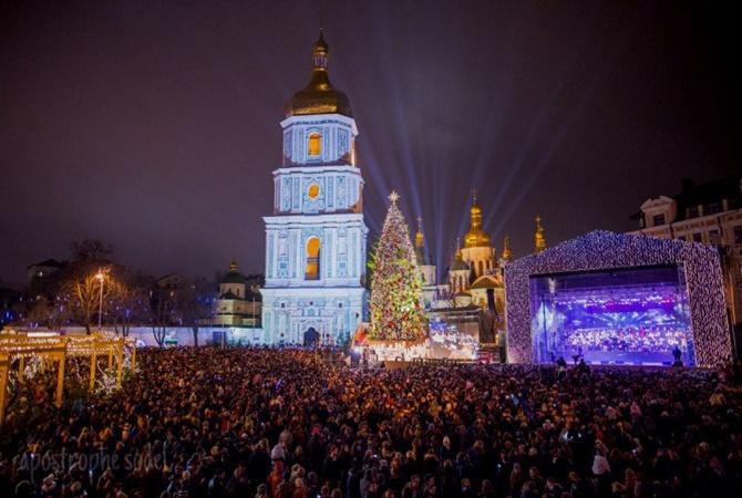 Вцентре столицы Украины проходят яркие гуляния— Мороз неиспугал