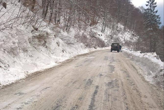 ВРаховском районе Закарпатья наавтодорогу сошла снежная лавина