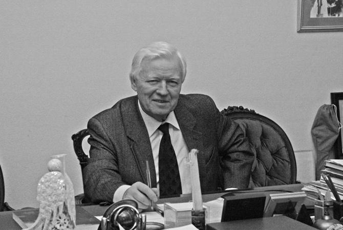ВПетербурге скончался известный скульптор Альберт Чаркин