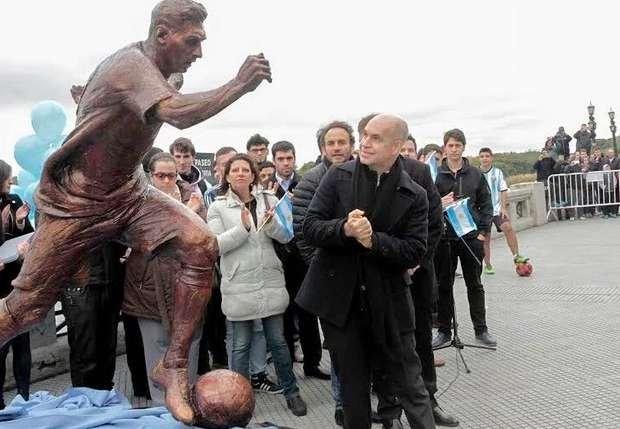 ВБуэнос-Айресе вандалы разрушили статую Лионеля Месси
