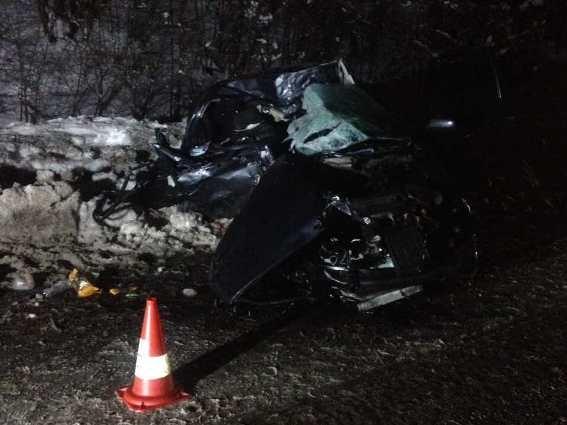 Натрассе Киев-Чоп фура раздавила легковую машину, есть жертвы