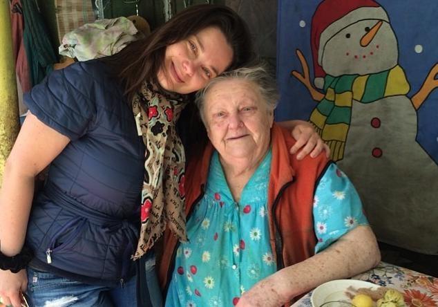 Наташа Королева прилетела в Киев на похороны бабушки                       В последний раз Королеву видели в селе бабушки в 20