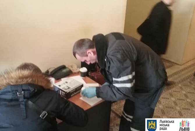 Сессия Львовского горсовета натему мусора завершилась потасовкой