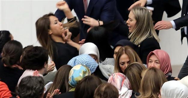 Турецкий парламент одобрил пакет поправок обусилении полномочий президента страны
