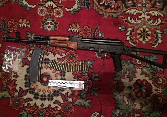 Военнослужащий стрелял изавтомата Калашникова в своем доме вДонецкой области
